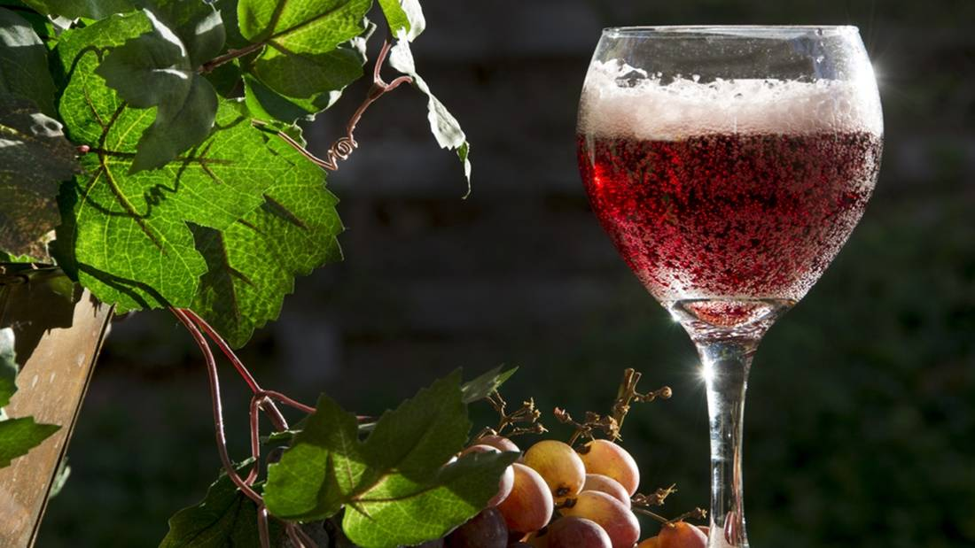 the best way to serve a sparkling red wine